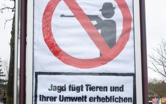 """Jagdsabotage rettet Leben!"" – Adbusting Aktion"