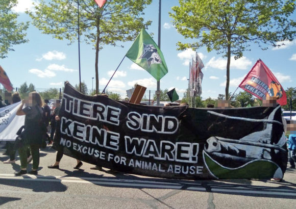 """""""Tiere sind keine Ware – no excuse for animal abuse"""""""